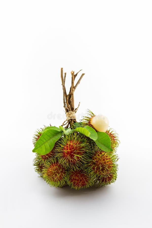 Verse zoete rambutan op witte achtergrond, tropisch fruit stock foto