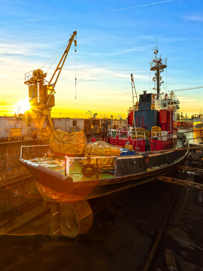 Versenden Sie im trockenen Dock stockfotografie