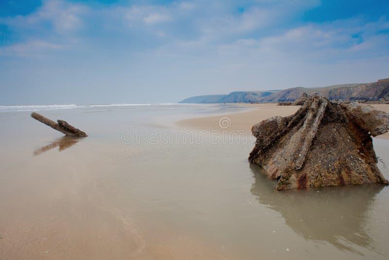 Versenden Sie Wrack, kornisches Wrack Cornwall Großbritannien Duckpool-Strandes stockbild