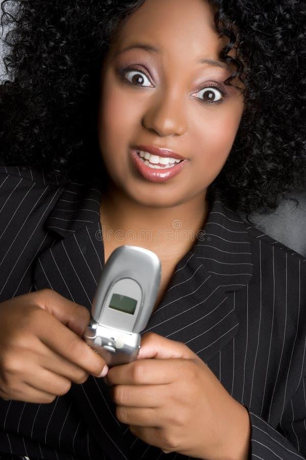 Versenden von SMS-Nachrichten-Frau stockfoto