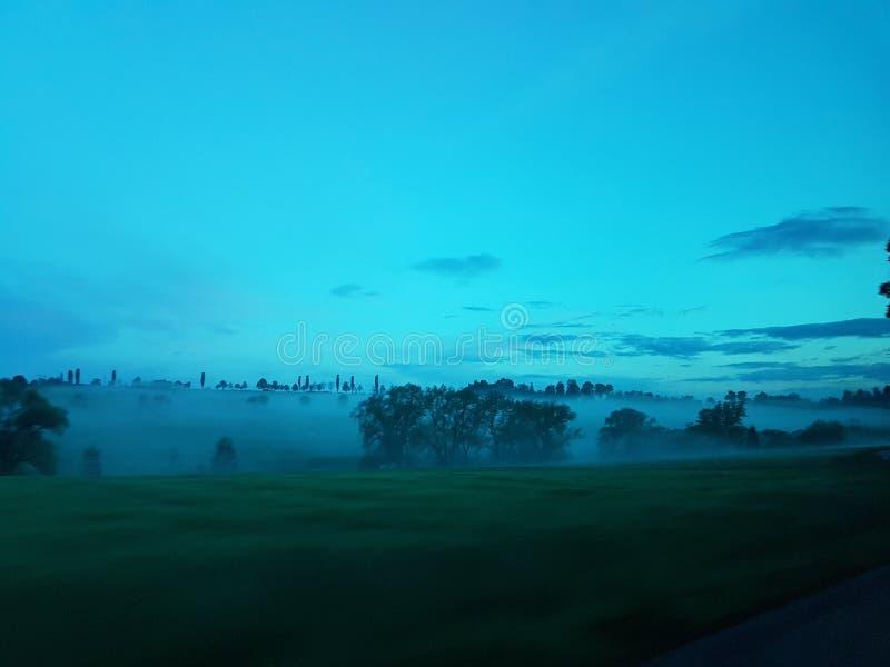Versenkt durch Nebel lizenzfreie stockfotos