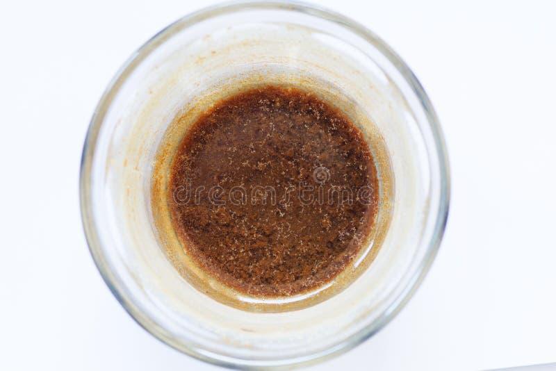 Verseuchtes Wasser in einem Glas lizenzfreie stockfotos