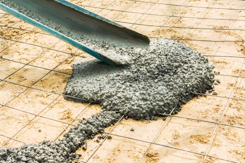 Versez le ciment pour le grand bâtiment de plancher photographie stock