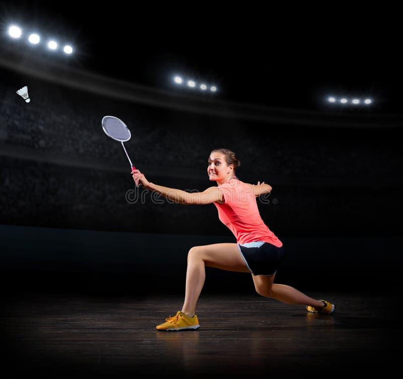 Versión del pasillo de deportes del jugador del bádminton de la mujer imagen de archivo libre de regalías