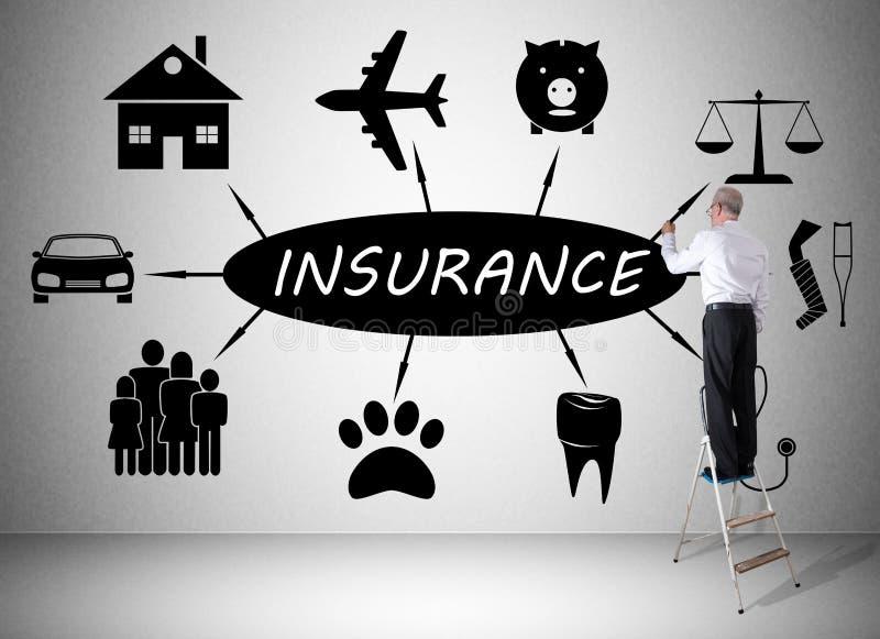 Versicherungskonzept gezeichnet von einem Mann auf einer Leiter lizenzfreies stockbild