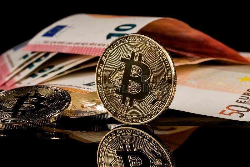 Versione fisica dei soldi virtuali della moneta di Bitcoin aka fotografia stock