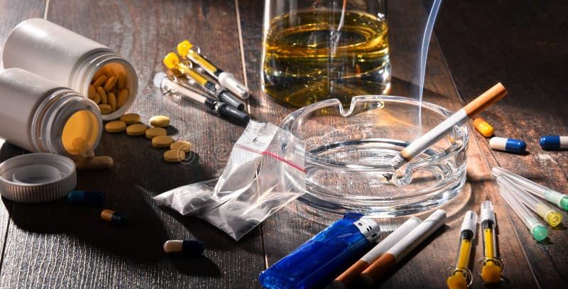 verslavende substanties, met inbegrip van alcohol, sigaretten en drugs royalty-vrije stock afbeelding