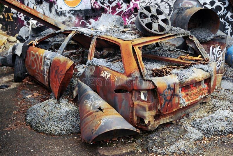 Verslechterde roestige auto stock afbeeldingen