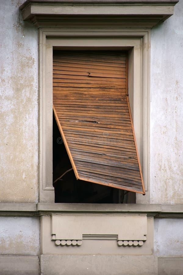 Versleten houten jaloezie stock afbeelding