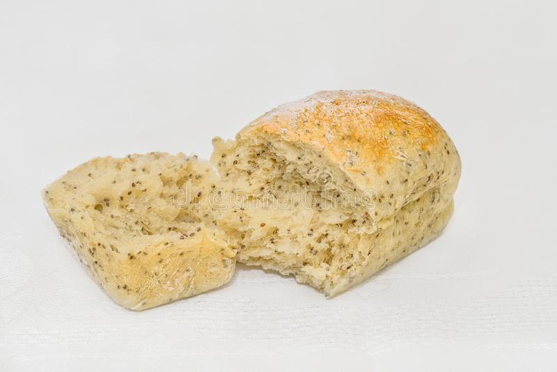 Versleten, poreus brood van vers gebakken wit brood met Chia royalty-vrije stock afbeeldingen