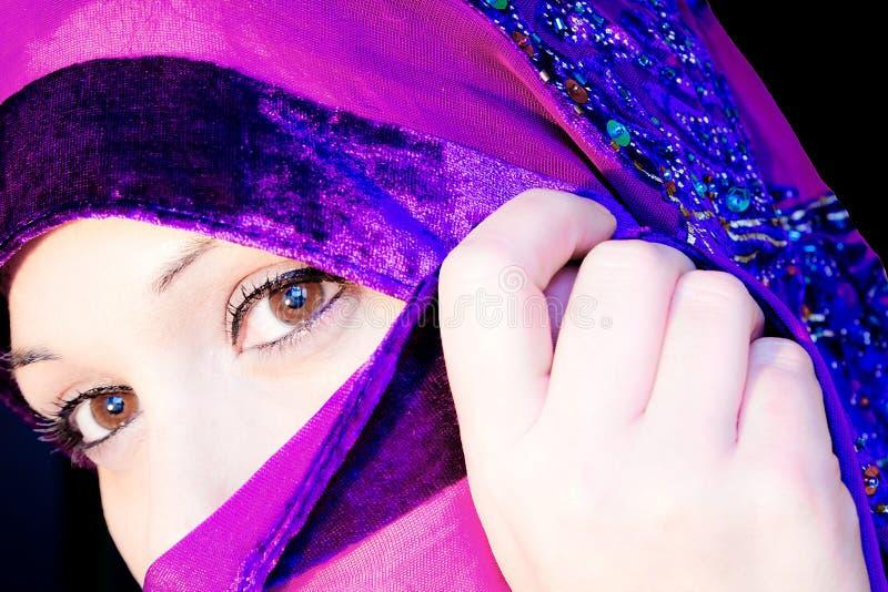 Versluierde vrouw. stock fotografie