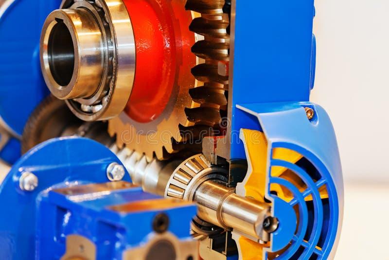Versnellingsbak op grote elektrische motor royalty-vrije stock afbeeldingen