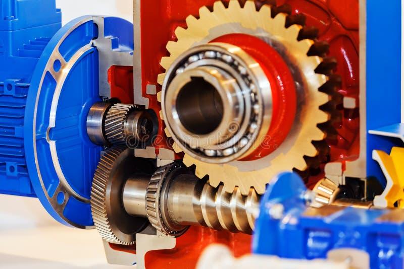 Versnellingsbak op grote elektrische motor royalty-vrije stock afbeelding