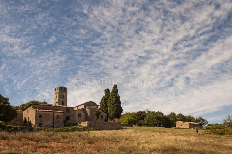 Verso la chiesa di parrocchia immagine stock