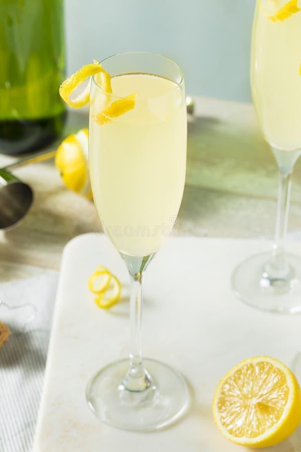 Versoffenes sprudelndes Cocktail der Zitronen-Franzose-75 lizenzfreies stockfoto