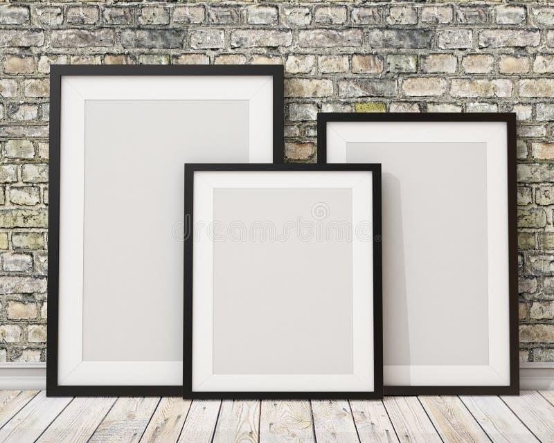Verspotten Sie herauf drei leere schwarze Bilderrahmen auf der alten Backsteinmauer und dem Bretterboden, Hintergrund lizenzfreie abbildung