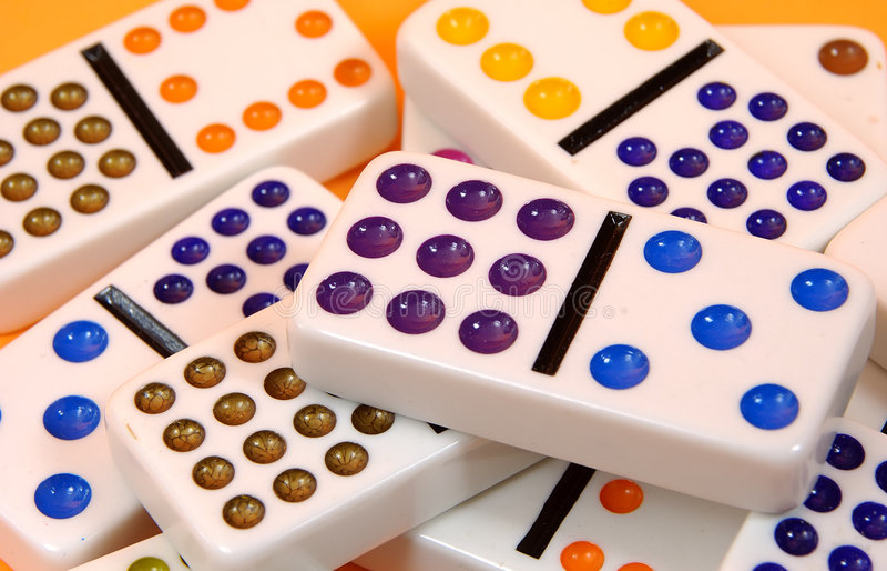 Verspreide Domino's royalty-vrije stock afbeeldingen