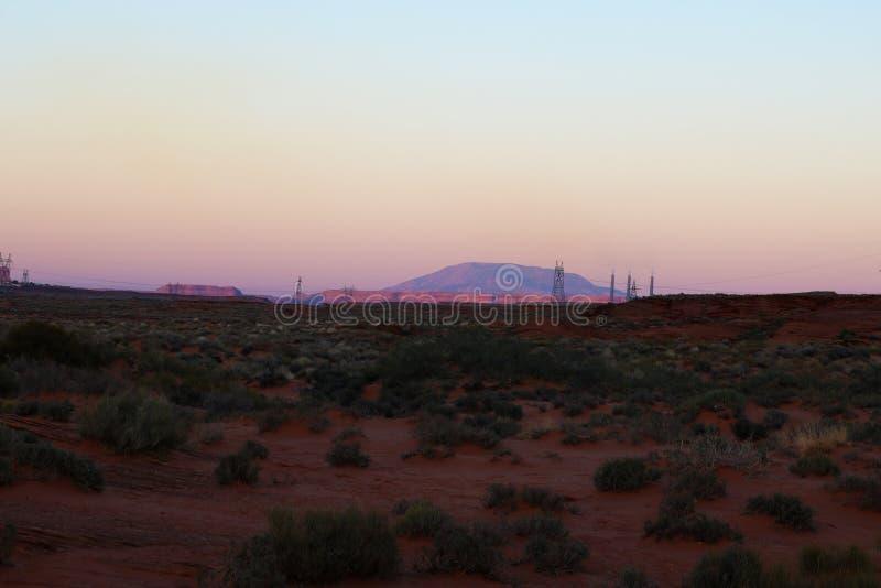 Verspreide flarden van struiken in de Woestijn van Arizona rond Hoefijzerkromming, Pagina, Arizona stock foto