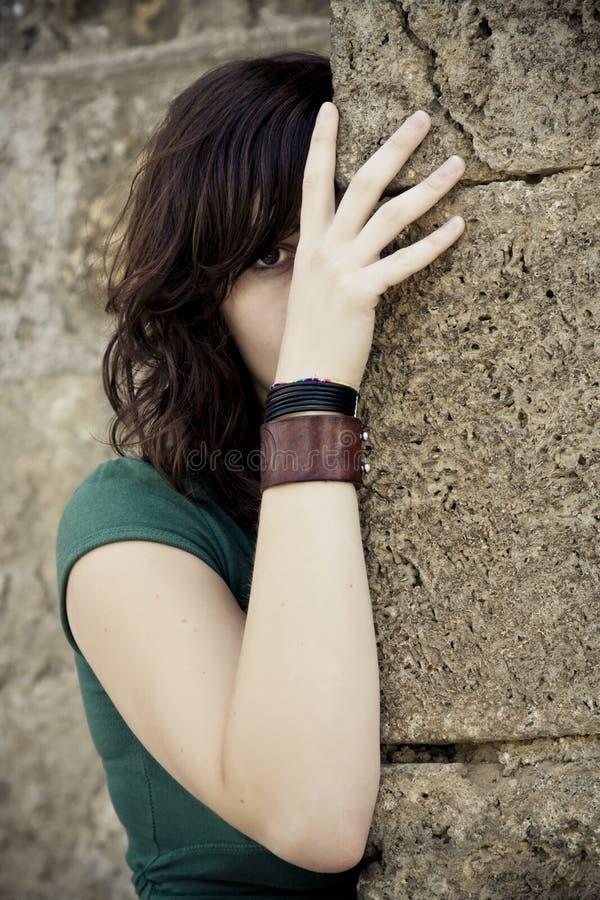 Versteckte Frau stockbilder