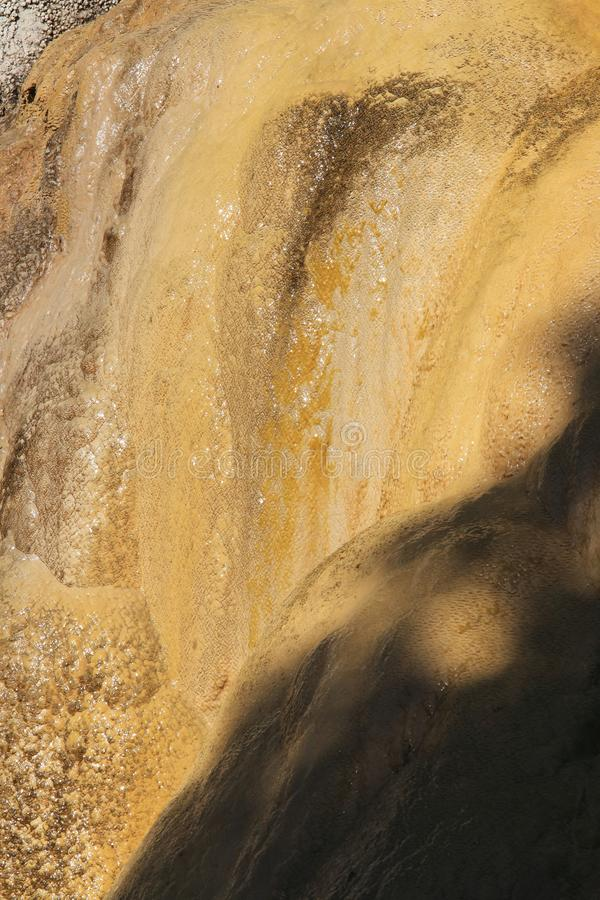 Versteinerter Brunnen von Réotier-Struktur, französischer Hautes-Alpes stockbild