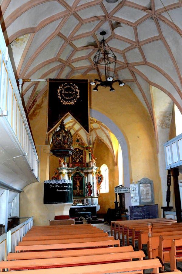 Versterkte middeleeuwse kerk in Wijngaardvallei, Transsylvanië stock foto
