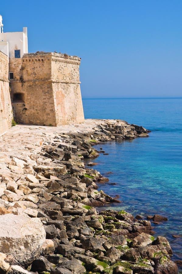 Download Versterkte Muur. Monopoli. Puglia. Italië. Stock Foto - Afbeelding bestaande uit monumentaal, rots: 39101074