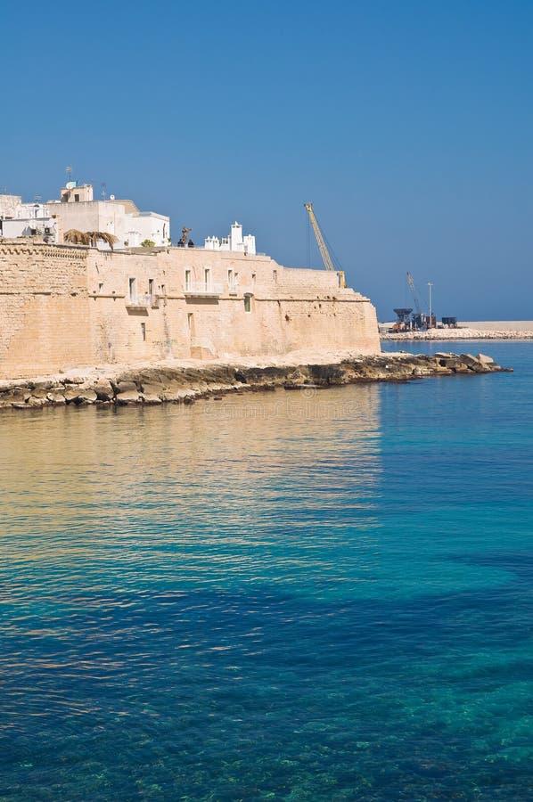 Download Versterkte Muur. Monopoli. Puglia. Italië. Stock Foto - Afbeelding bestaande uit buitenkant, seafront: 39102000