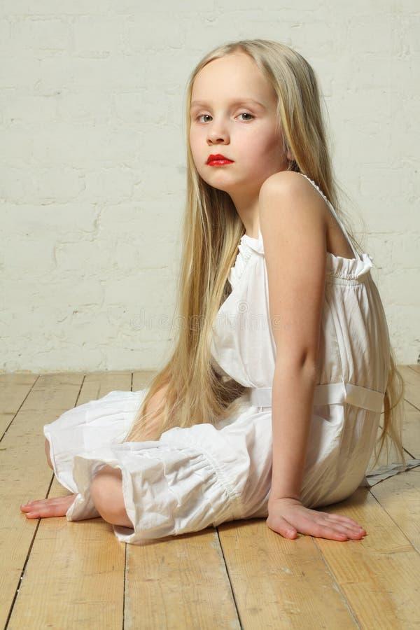 Verstoord, droevig, bored - jong kindmeisje royalty-vrije stock afbeeldingen