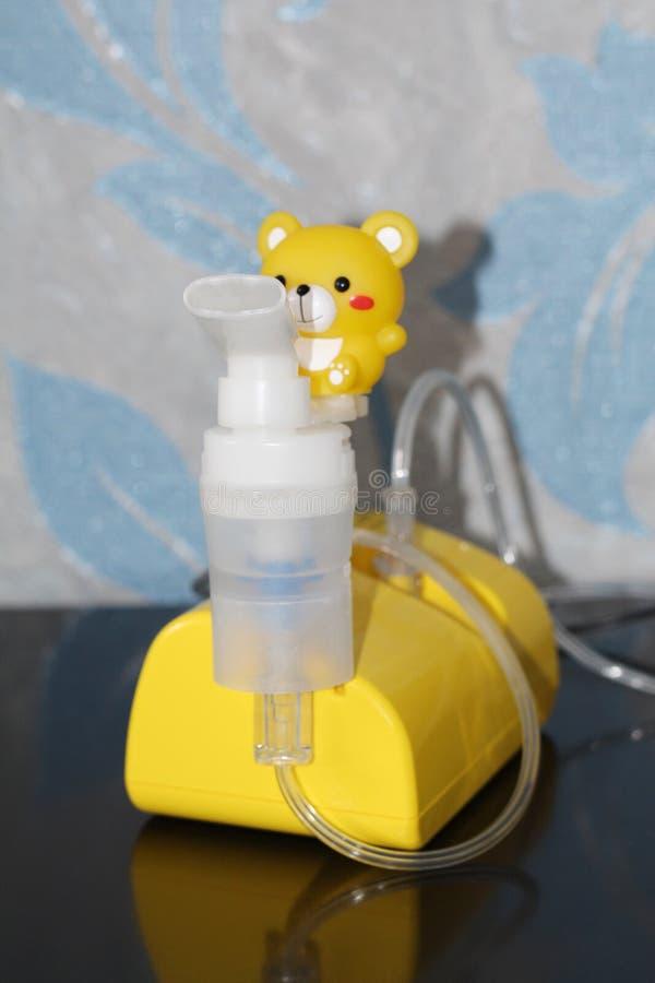 Verstuiver voor de behandeling van ademhalingsziekten inhalatie stock afbeelding