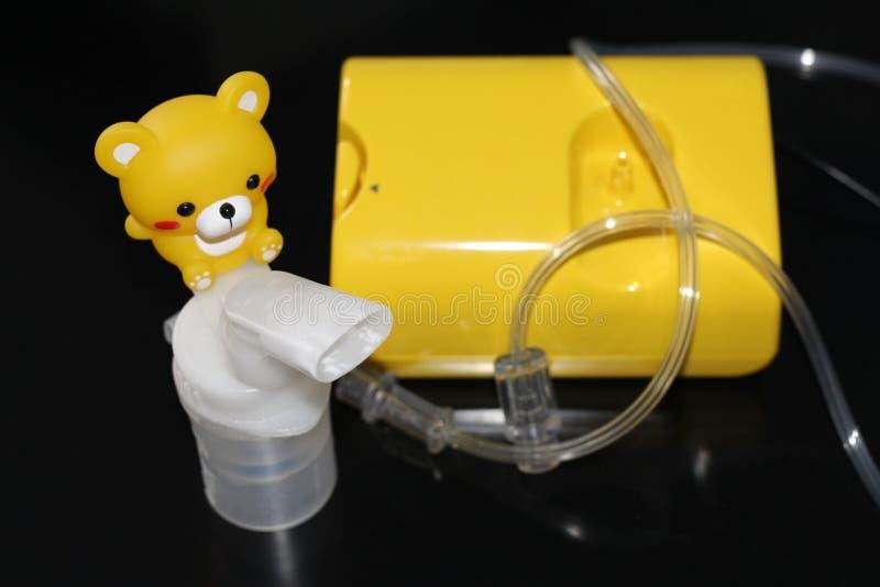 Verstuiver voor de behandeling van ademhalingsziekten inhalatie stock foto