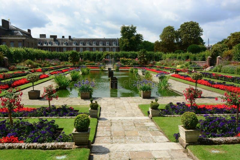 Versunkener Garten Kensington-Palastes stockbild