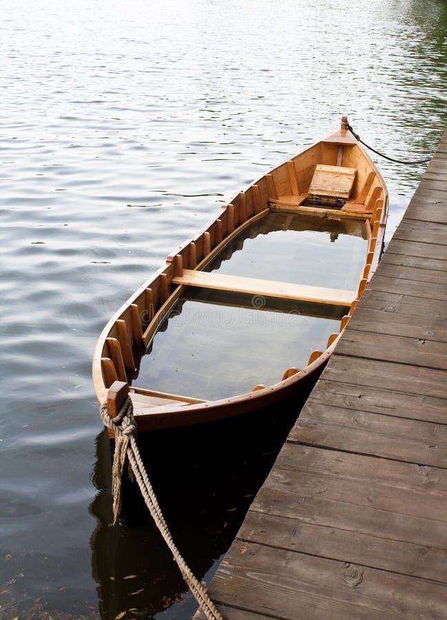 Versunkenes Boot lizenzfreie stockbilder