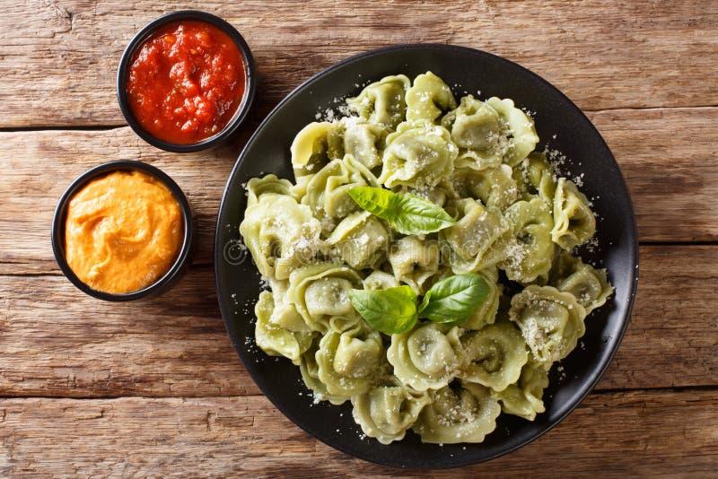 Vert authentique cappelletti, ravi d'épinards de recette de cuisine italienne photos stock