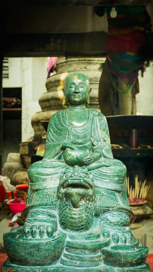 Vert de pierre de visage Bouddha thaïlandais - style chinois dans le temple de Wat Leng Nei Yee Chinese image stock