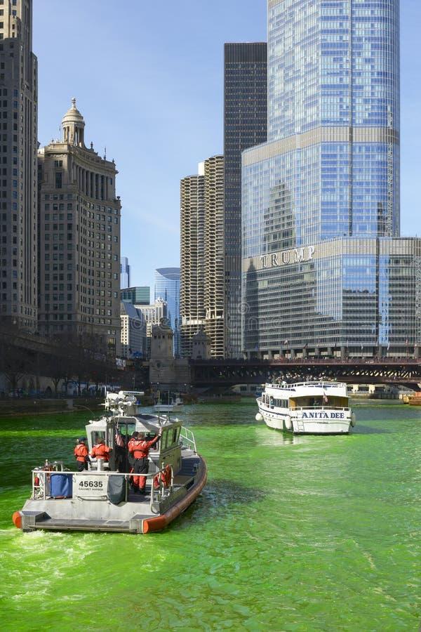 Vert de teinture de la rivière Chicago photos libres de droits