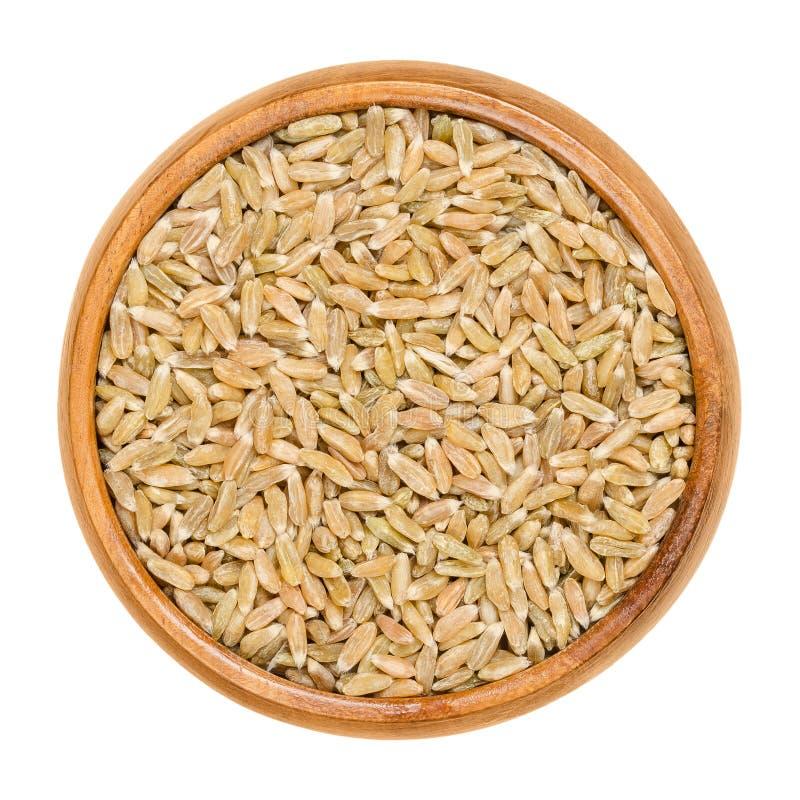 Vert entier de grain écrit dans la cuvette en bois image stock