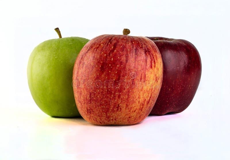 Vert rouge de trois pommes savoureuses delicous images libres de droits