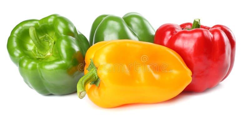 vert, rouge, paprikas doux de jaune d'isolement sur le fond blanc photos libres de droits