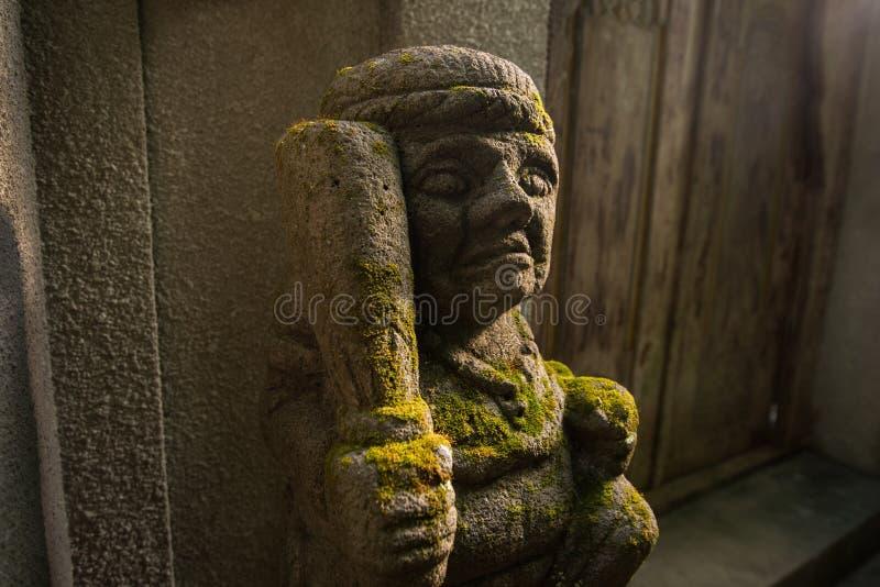 Verteidiger nahe dem Eingang zur Insel von Bali lizenzfreie stockfotografie