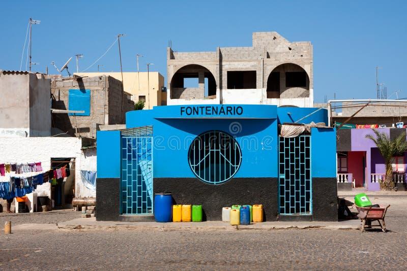 Verteilung des öffentlichen Wassers Quell Fontenario-Gebäude stockfotografie