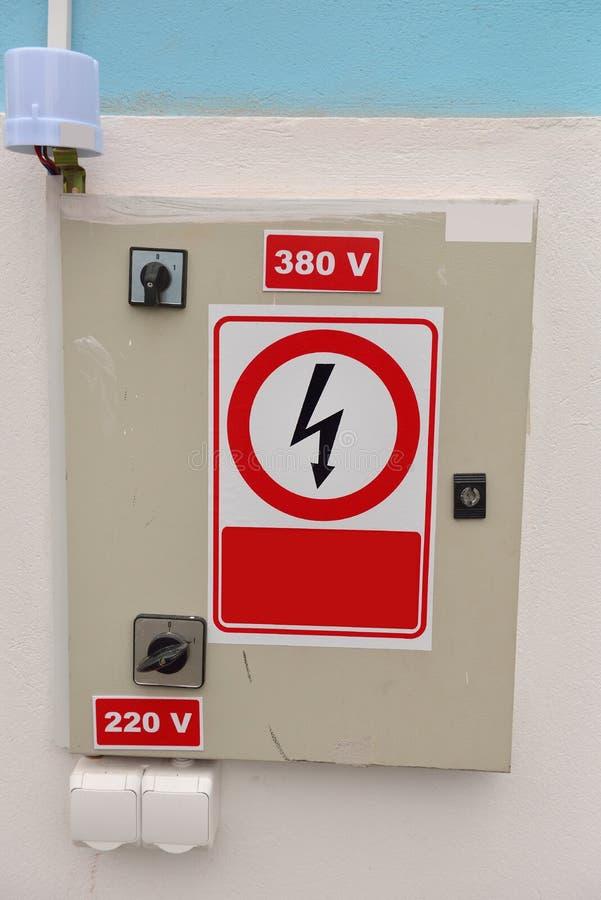Verteilungsnebenstelle der elektrischen Energie Hochspannungs stockfotos