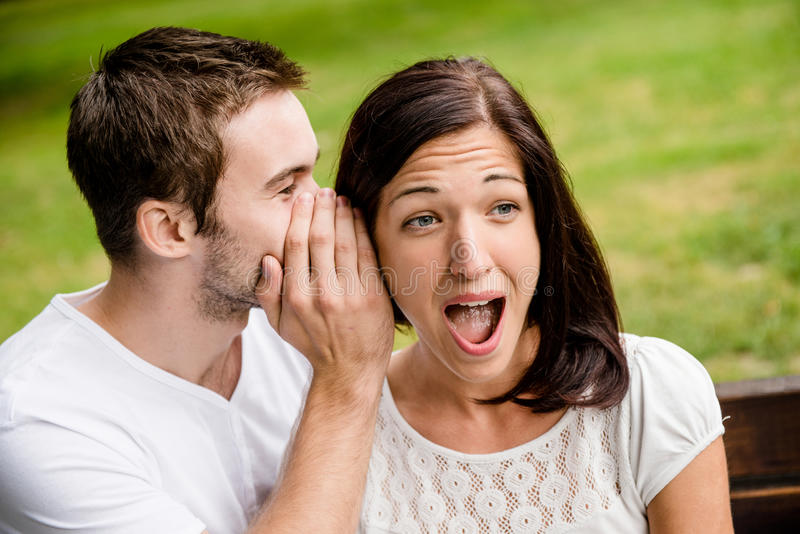 Vertel me geheim - verrassing stock fotografie