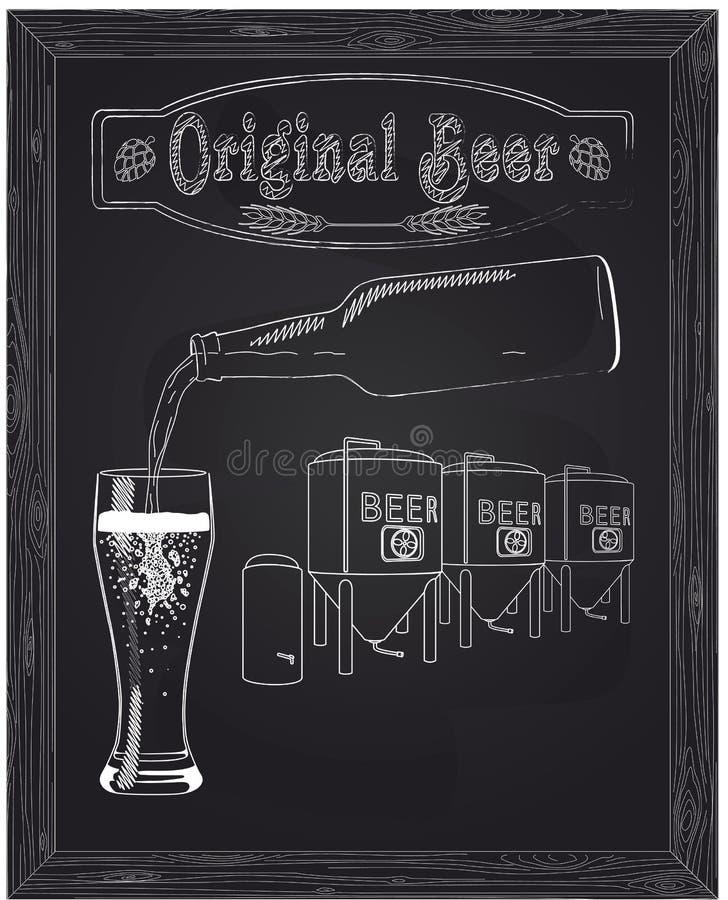Vertió en un vidrio de cerveza con la botella contra el fondo libre illustration