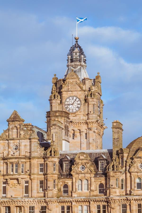 Verticaal beeld van de Balmoral-stad van de Hotelklok, Edinburgh stock foto