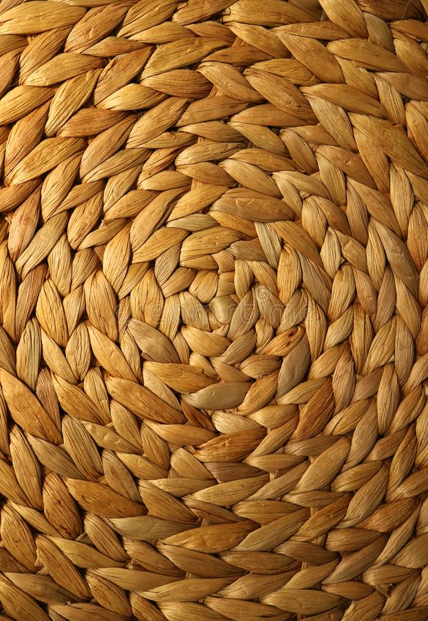 Verticaal beeld van gouden bruin kleur geweven patroon van het onderleggertje van de waterhyacint voor achtergrond royalty-vrije stock foto