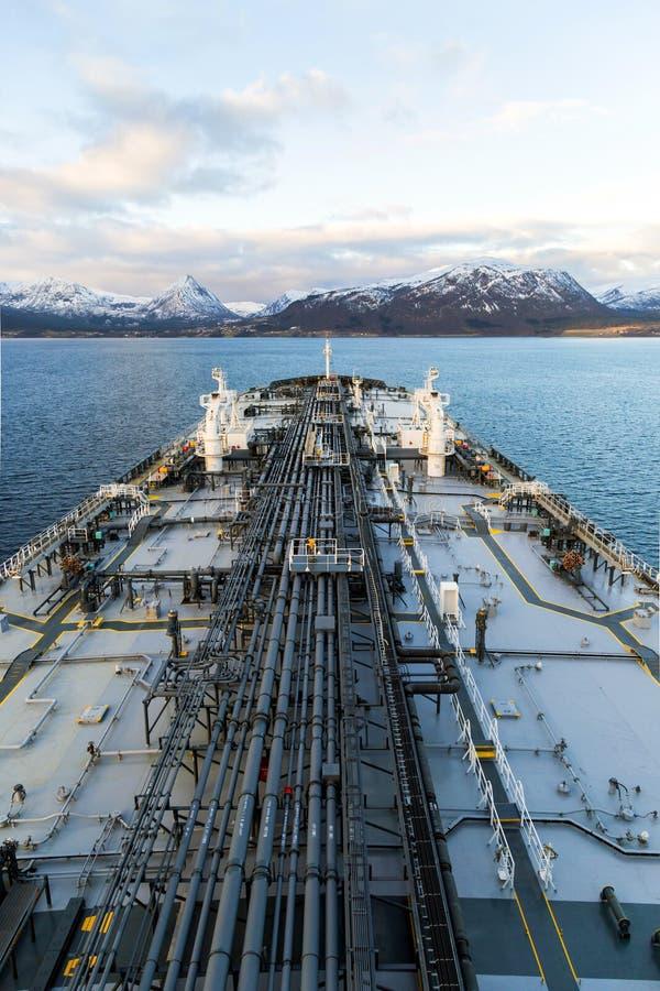 Verticaal beeld van tankerdek in Noorwegen stock foto's