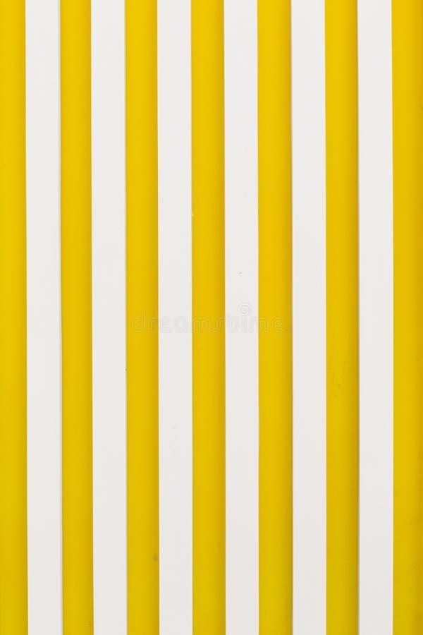 Verticaal de strepen geel wit van de achtergrondtextuurgrafiek royalty-vrije stock afbeelding