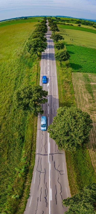 Verticaal die panorama van weg van hommel wordt gemaakt Nuttig voor tal royalty-vrije stock afbeelding