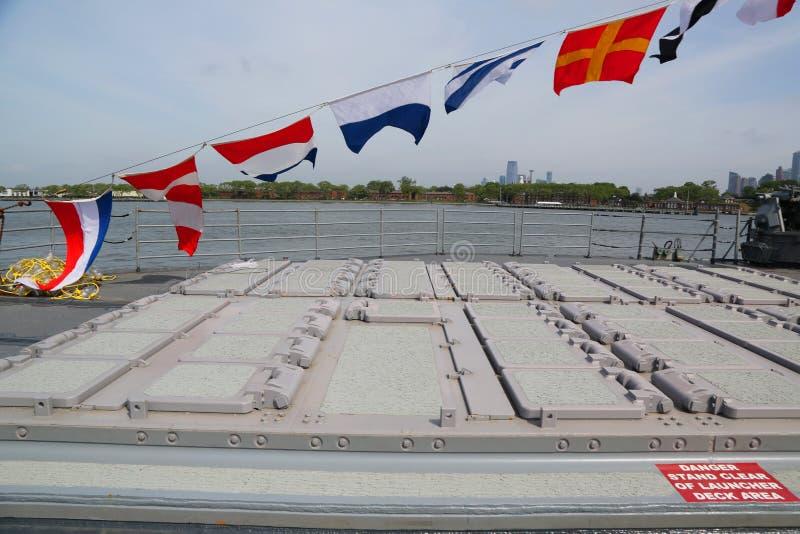 Verticaal Lanceringssysteem voor Tomahawkraketten op ticonderoga-Klasse kruiser stock afbeelding