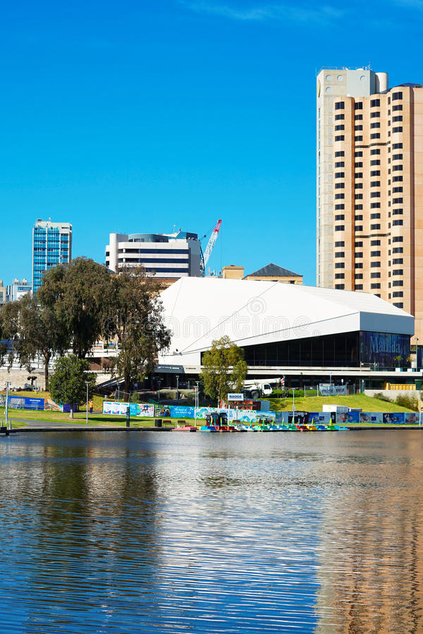 Vertical da skyline de Adelaide Riverbank City fotos de stock royalty free